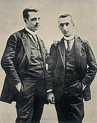 Anselmo Gascón de Gotor (izda.) con su hemano Pedro